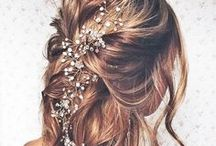 Wedding Hair & Make Up / These wedding hair & make up ideas are stunning! Definitely trying these with my bridesmaids!