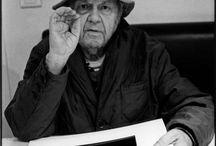 #Saul Leiter / Il me semble que des choses mystérieuses peuvent prendre place dans des endroits familiers ...