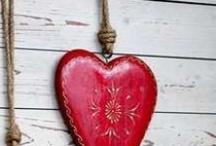 Hearts / by Manuela Mora