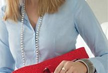 Be Business / Zum cool silbernen Business Look setzen wir auf rote Farbakzente für einen starken, selbstbewussten Auftritt.