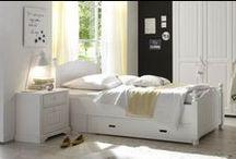 Einrichten in Weiß / Einrichten in Weiß: Möbel und Accessoires für den Look! Besonders für kleine Räume ist Weiß ideal. Die Farbe reflektiert Licht und macht alles heller. Hier kommt das passende Equipment für den Weiß-Look.
