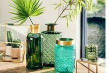 Einrichten in Grün / Grün, grün, grün sind alle unsere Möbel! Grün ist vielseitig und wirkt je nach Farbton anregend bis beruhigend und harmonisch. Von Giftgrün bis Tannengrün: Hier findest du Ideen, Möbel und Accessoires rund um das Einrichten mit der Farbe.