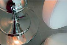 Ambiance Chromée ... / Les voutes blanches en pierre apparante cotoient un mobilier design & épuré. Le métal distribue la lumière naturelle, les reflets virevoltent, les spectres se projetent au grès des imperfections et des surfaces planes...