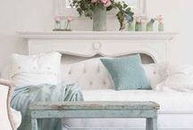 Home Tours / Beautiful homes, beautiful home tours. From creative bloggers and more!
