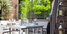 Terrasse & Patio / Pour vos plus beaux déjeuners et vos agréables dîners, le Mas du Terme vous accueille sur sa terrasse ou son patio pour des moments ensoleillés et chaleureux.