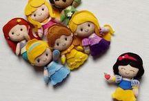 Apostilas Princesas / Pattern PDF Princess / Apostilas Digitais das Princesas Pockets mais fofas do mundo, em feltro. Moldes vetorizados de encaixe perfeito! Use para fazer lembrancinhas, guirlandas, enfeites de porta ou quadrinhos, ponteiras de lápis, dedoches e muito mais! Adquira a sua na loja oficial: www.timart.com.br. :::::::::::::::::::::::::::  Pattern PDF Princess Pocket, to make in felt. Vectored templates! Use to make souvenirs, pencil tips, fingertips, and more! Get yours in the official store: www.timart.com.br