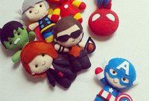 Apostilas Super Heróis / Pattern PDF Super Heroes / Apostilas Digitais dos Super Heróis Pockets mais fofos do mundo, em feltro. Moldes vetorizados de encaixe perfeito! Use para fazer lembrancinhas, guirlandas, enfeites de porta ou quadrinhos, ponteiras de lápis, dedoches e muito mais! Adquira a sua na loja oficial: www.timart.com.br. :::::::::::::::::::::::::::  Pattern PDF Super Heroes Pockets, to make in felt. Vectored templates! Use to make souvenirs, pencil tips, fingertips, and more! Get yours in the official store: www.timart.com.br