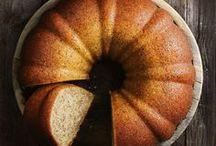 Gugelhupf & Bundt Cake   Rezepte / Die schönste Kuchenform von allen: Gugelhupf oder Guglhupf Rezept Inspirationen. Manchmal ist ein schlichter Marmorkuchen alles, was man zum Glücklichsein braucht.