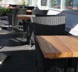 Квадратный деревянный стол