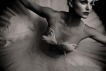 Escala de grises fotografia / Tablero con fotografías en blanco y negro, con una gama de tonalidades grises que aportan muchísima belleza a estos momentos.