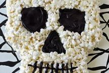 """Halloween Treats / Collection of treats that look quick and easy for Halloween! The type of treats that make kids say """"grossssss"""" then gobble them up)))  http://www.trendytree.com"""