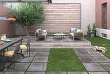 Doma i na ven / Uvažujete o rekonstrukci terasy, balkonu, lodžie a nebo třeba bazénu? Chytrým řešení bezúdržbové a velice elegantní krytiny do exteriéru i interiéru jsou dlažby v tloušťce 2 cm. Jedná se o efektivní řešení bez nutnosti budování betonových základů. Tento typ dlažby můžete použít také například k vytvoření chodníčku či položit do trávy jen tak na místo nášlapných kamenů. Dlažby je možné pokládat do různých typů povrchů, a to bez použití chemie na lepení.