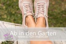 Ab in den Garten // www.schuh-mann.de / Dein Garten bietet Ruhe, Erholung und Nähe zur Natur auf dem eigenen Grundstück. Dort findest du einen Ausgleich zur Arbeit und die Möglichkeit neue Energie zu tanken.  Dabei ist es völlig egal ob du am liebsten den Rasen mähst, Unkraut zupfst oder einfach nur die Sonne genießen willst - das passende Schuhwerk spielt auch hier eine wichtige Rolle. Auf www.schuh-mann.de findest du wasserfeste Gummistiefel, Outdoorschuhe oder leichte FlipFlops, die deine Zeit im Freien noch angenehmer gestalten.