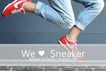 We ♥ Sneaker // www.schuh-mann.de / Sneaker sind die perfekten Schuhe für zahlreiche Gelegenheiten, da sie maximalen Tragekomfort mit individuellen Designs kombinieren. Durch weiche Sohlen eignen sie sich auch für sportliche Aktivitäten und bieten optimales Fußklima. Auf www.schuh-mann.de findest du eine riesige Auswahl an Sneakern, die jedes Herz höher schlagen lassen.