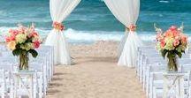 Arche de mariage sur la plage / Beautiful arch for the most beautiful beach wedding. More on: http://ouiausoleil.fr/arche-mariage-pour-vous-dire-oui-a-maurice/