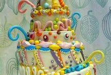 """Wonky Cake / Gallery dedicata alle Wonky Cake, le """"torte sbilenche"""". Se vuoi contribuire anche tu manda pure le tue foto a foto@cakedesignitalia.it, potrebbero essere pubblicate nella nostra gallery. #cakedesign #wonkycake"""