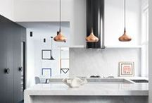 MODERN KITCHEN / Find modern kitchen ideas on my Pinterest board! Simple and stylish kitchens, kitchen organization tips, kitchen details & backsplash ideas, and so much more.