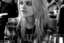 oc/ Dara ( t r ) / she invented grunge.