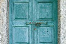 Knock knock. / by Mindyy Murphy