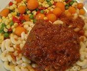 Μοσχαράκι κοκκινιστό / Μοσχάρι κοκκινιστό με κοφτό μακαρονάκι και σαλάτα λαχανικών.