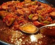 Σπετσοφάι Πηλιορείτικο / Το σπετζοφάι (ή αλλιώς σπεντζοφάι ή σπετσοφάι) είναι παραδοσιακό, πικάντικο φαγητό της Ιταλικής και Ελληνικής κουζίνας από τηγανισμένα λουκάνικα με σάλτσα από πιπεριές και ντομάτα.