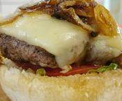 Ζουμερά λαχταριστά σπιτικά burger από φρέσκο μοσχαρίσιο κιμά
