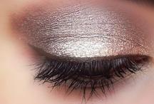 makeup bag / by Classic Bride blog