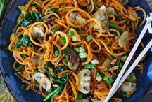 Spiralized Veggies / Spiralized vegetables: zoodles, zucchini noodles, butternut squash, potatoes, sweet potatoes, cucumber. Spiralized lunch, spiralized dinner, spiralized breakfast