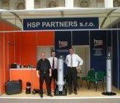 HSP PARTNERS s.r.o. / Hlavním předmětem činnosti HSP PARTNERS s.r.o. jsou kompletní návrhy a dodávky hydraulických systémů pro sklápěcí nástavby na nákladní vozidla. Nástavbářským organizacím zajišťujeme kompletní dodávky komponent pro výrobu nástaveb na automobilových podvozcích, přívěsech a návěsech.