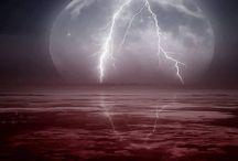 Lightning / by Kris White Ochs