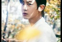 Park Chan Yeol ❤ | EXO / •	Chanyeol •	Main Rapper, Vocalist, Visual •	November 27, 1992 •	Super Power: Flame (Phoenix)