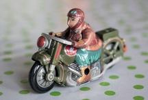 Plåtleksaker/tin toys / by Broarne - decor for happy homes