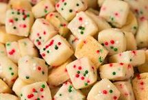 Holiday Recipes & DIY / Holiday-themed recipes, kitchen hacks and tips to prepare you for the busy season.
