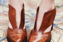 idealmente ai piedi