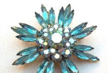 vintage jewelry / Retro, vintage, estate jewelry for flair and sheer fabulousness. #wedding #prom