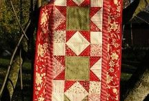 Quilts: Christmas / Tree skirts, table runners, etc.