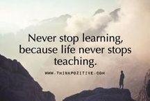 """Lifelong learning / """"Man lernt nie aus"""" nicht nur ein Spruch, sondern Lebensphilosophie vieler: Immer weiter lernen. Lebenslanges Lernen oder lifelong learning hat viele Gesichter."""