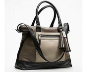 Handbags / by Evelyn Moreau