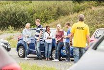 Das ADAC Junge Fahrer-Training im ADAC Fahrsicherheits-Zentrum Hannover-Messe / Laute Musik und ausgelassene Mitfahrer mindern Dein Konzentrationsvermögen und damit auch die Fahrsicherheit. Falls Du uns jetzt für Spaßbremsen hälst, beweisen wir Dir gern das Gegenteil: In unserem Fahrsicherheits-Training für junge Fahrer bis 25 zeigen wir Dir, wie Du künftig mit Sicherheit noch mehr Spaß am Autofahren hast.