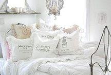 Bedroom Inspiration / Decor Inspiration... Bedroom decorating ideas.