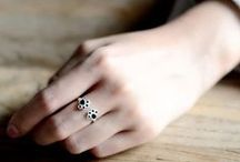 Cat & Animal Finger Ring Bling / Crazy Cat Lady Rings and Animal Themed Finger Bling. Beautiful kitty & animal related rings in silver and gold that I want.  Gifts that are fun and unique to wear and express yourself everywhere you go.
