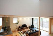 吹き抜け / 1階と2階が吹き抜けで穏やかにつながる家。抜け感のある室内。 家中どこにいても家族を感じられるって素敵です✨ #家#暮らし#木造#吹き抜け#窓#新築#建築#設計#自然素材#工務店#注文住宅#名古屋#リビング