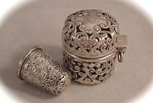 Thimbles / Pictures of different thimbles
