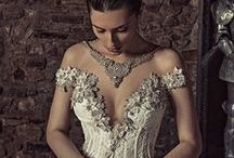 Style: Daring Brides / Glamorous, extravagant, sexy, unconventional, fashion forward wedding gowns
