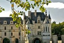 Castles / It's all royal here! Castles and palaces from around the world.