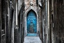 Doors, gates, arcade from the World / All the best of architectural building that you see in Italy, Europe, Asia, Africa, America and Oceania