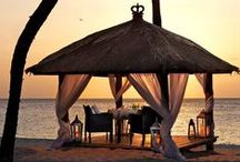 Honeymoons / Locations, inclusions, and breathtaking scenery that's sure to make your Honeymoon both romantic and memorable.