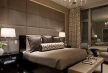 Je eigen hotel / Creëer thuis de sfeer van een hotel met luxe stoffen of een fraai hoofdbord achter het bed. Doe hier inspiratie op.