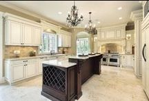 White Kitchens / The monochramtic & simple kitchen.