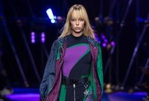 Versace Womenswear Spring Summer 2017 / Discover the Versace Women's Spring Summer 2017 show.